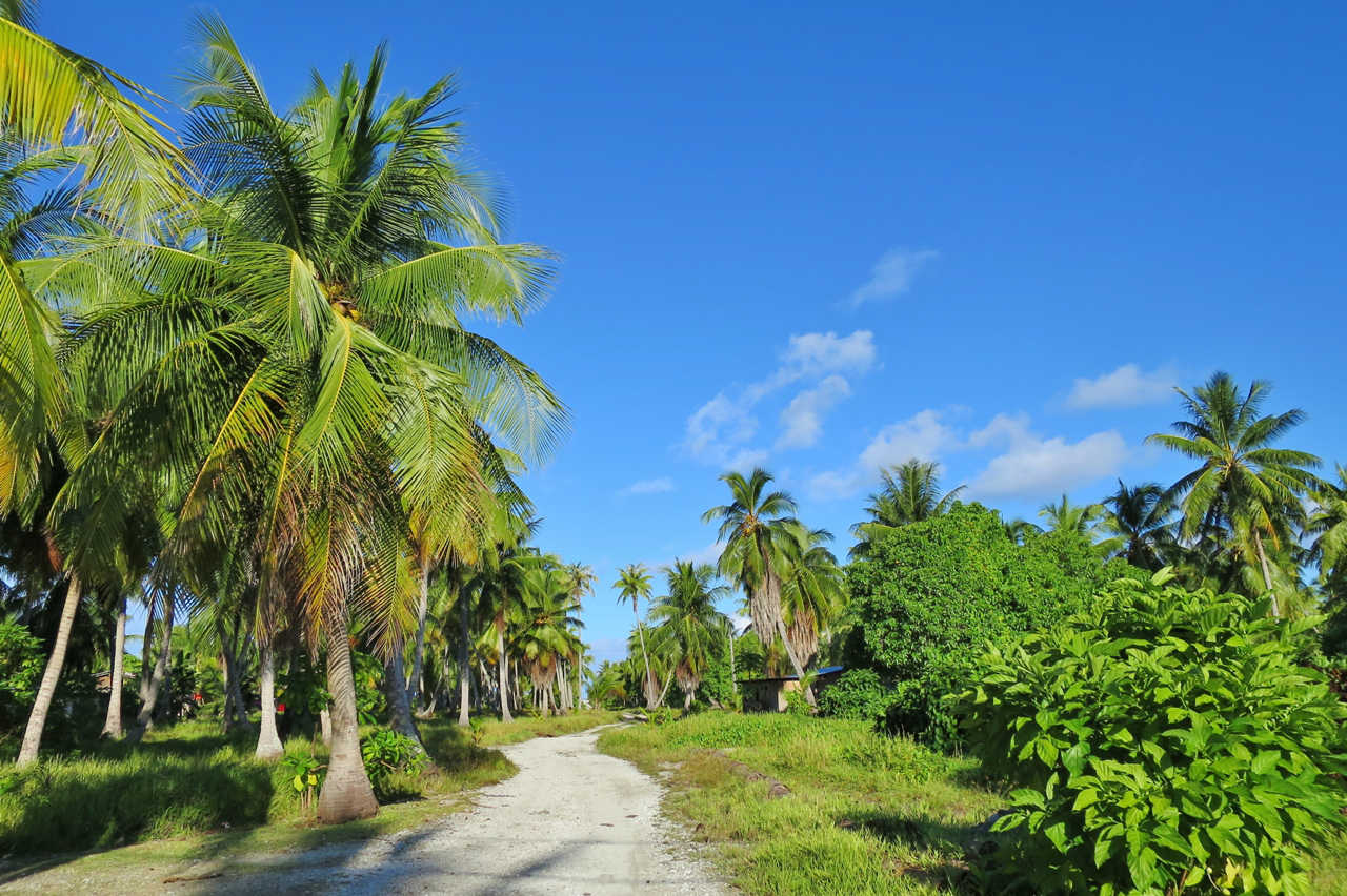 Only two of Rangiroa's over 400 islets are populated, but even these are very quiet