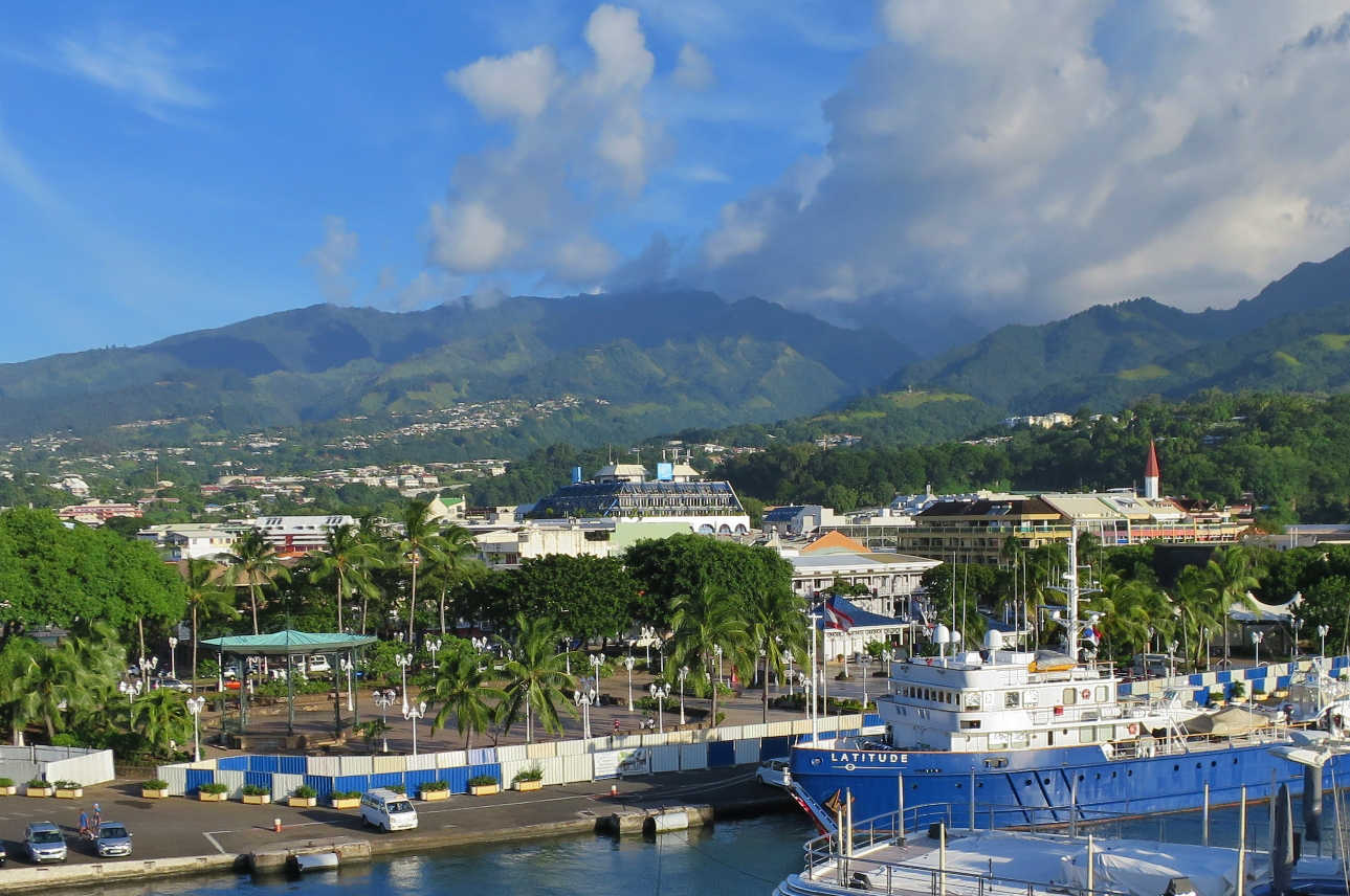 Papeete is the capital city of Tahiti and like many other cities in the world: crowded and far from pretty