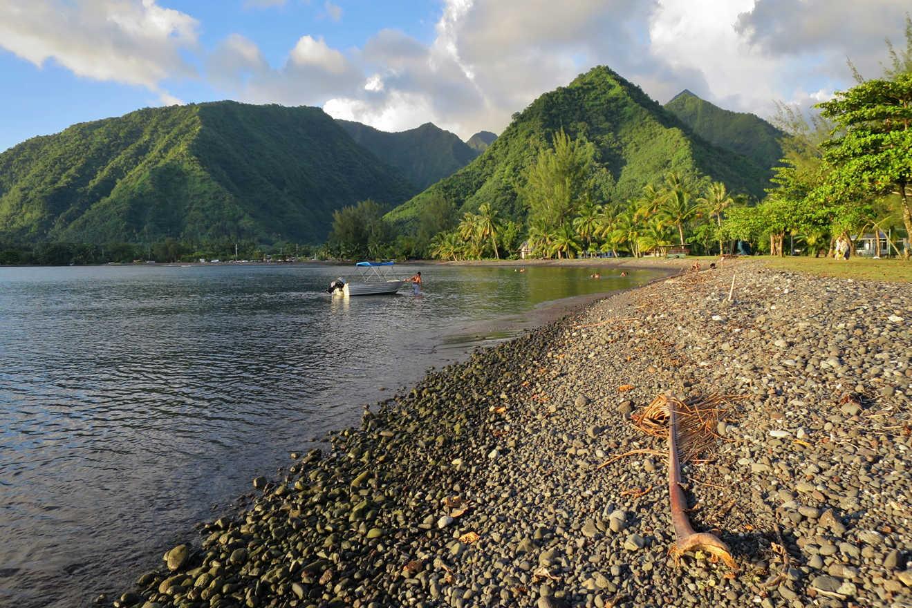 Tahiti Teahupoo beach