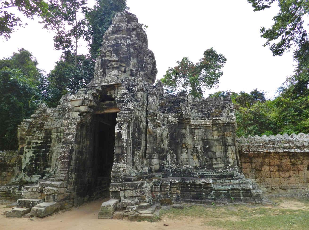 Entrance gate to Banteay Kdei