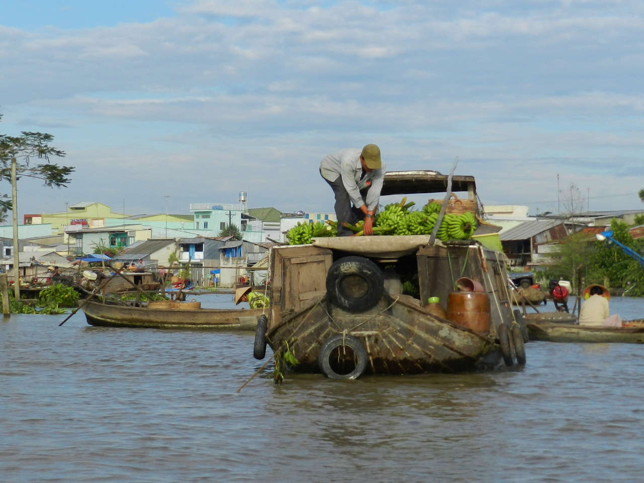 Cai Rang Market consists of pretty big boats selling their produce