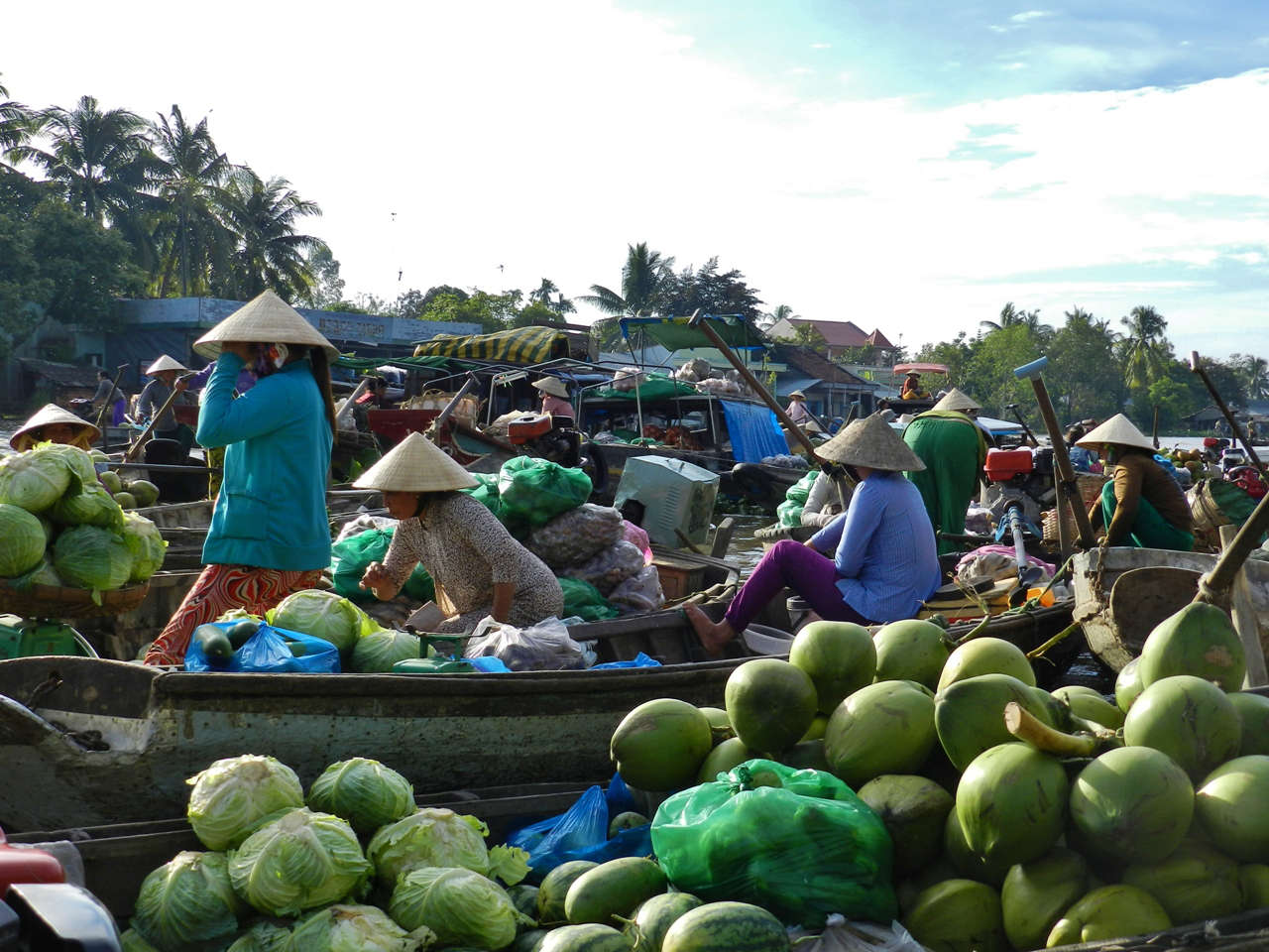 It's easy to lose track at Phong Dien Market
