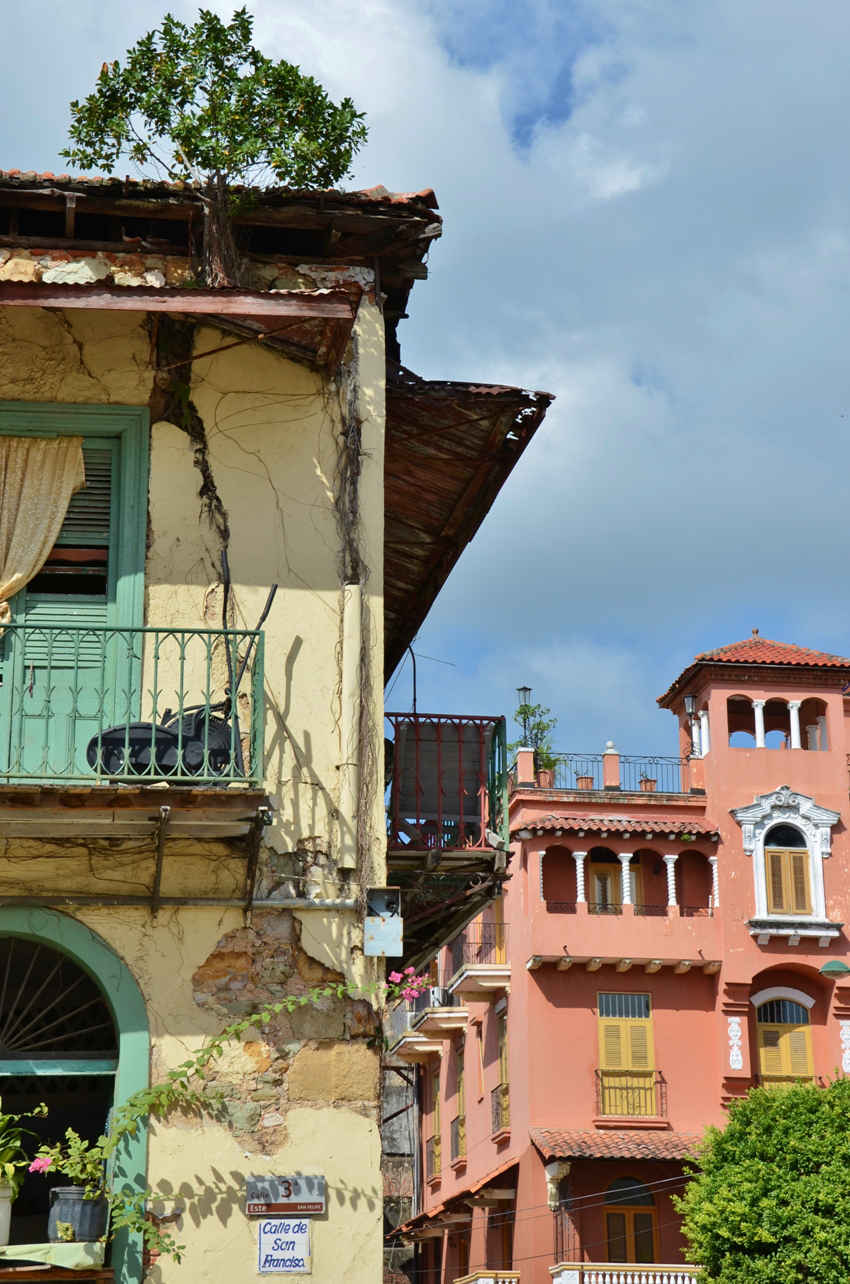 Old and newly restored sits next to each other many times in Casco Viejo