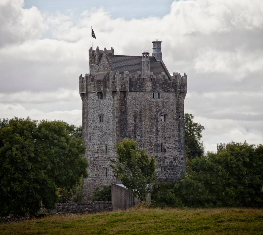 find unique airbnb accommodations castle