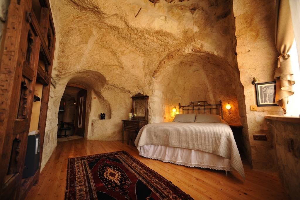 find unique airbnb accommodations cave
