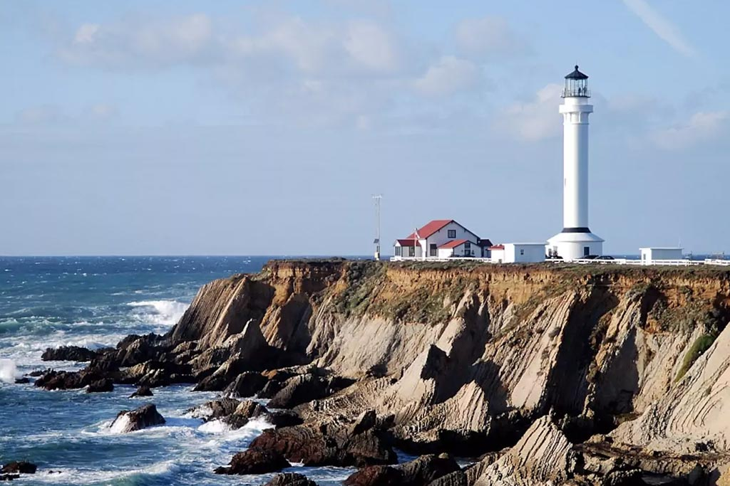 find unique airbnb accommodations lighthouse