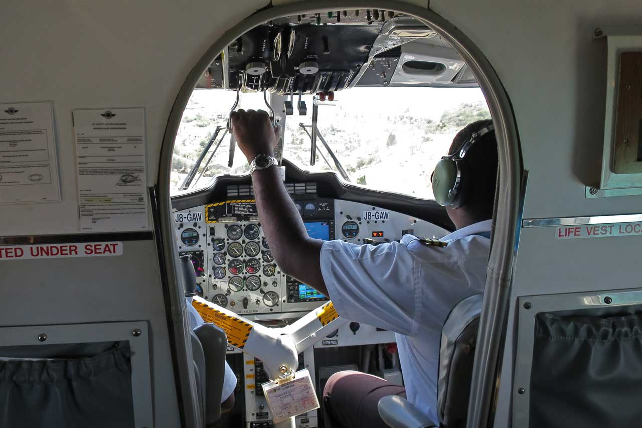 How to get around St. Vincent and the Grenadines by plane