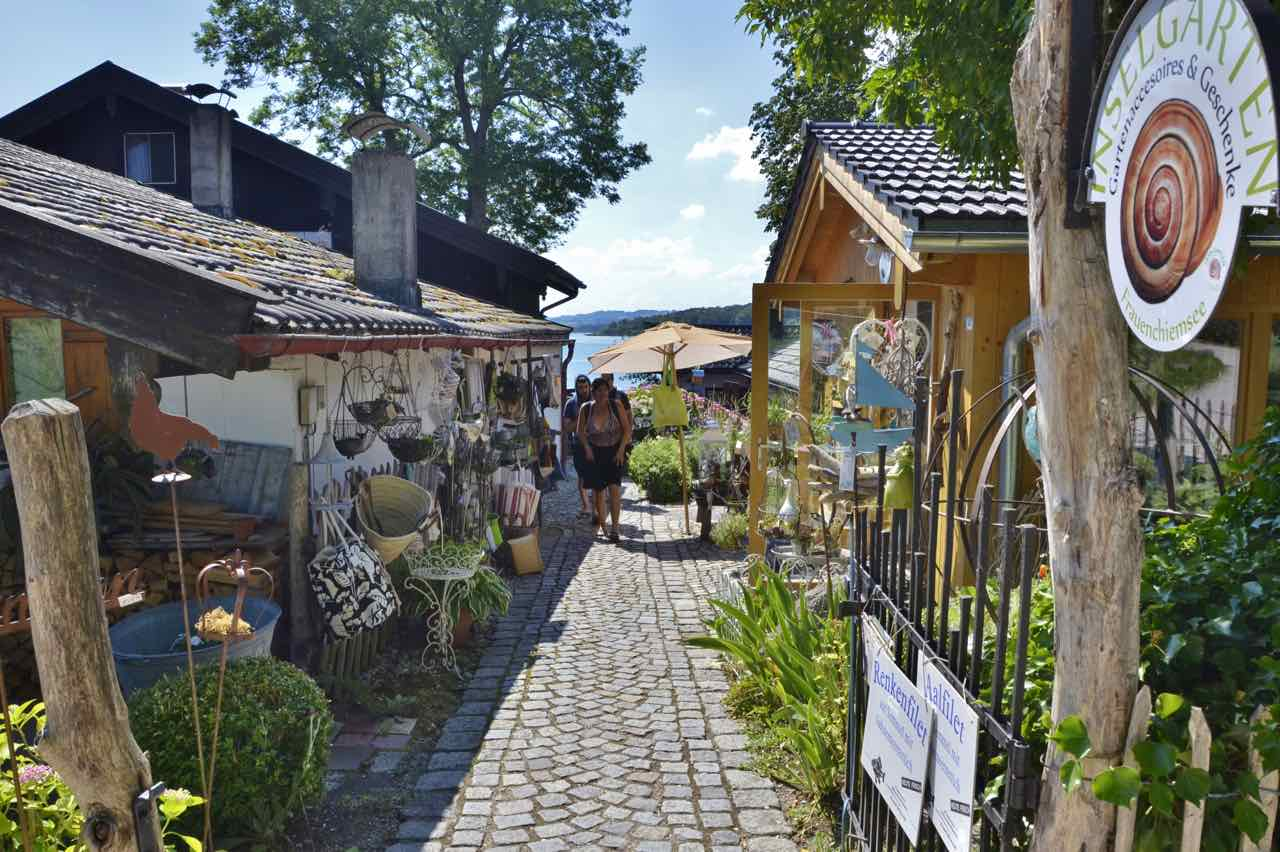 Backalley in the artist village on the Fraueninsel in Lake Chiemsee