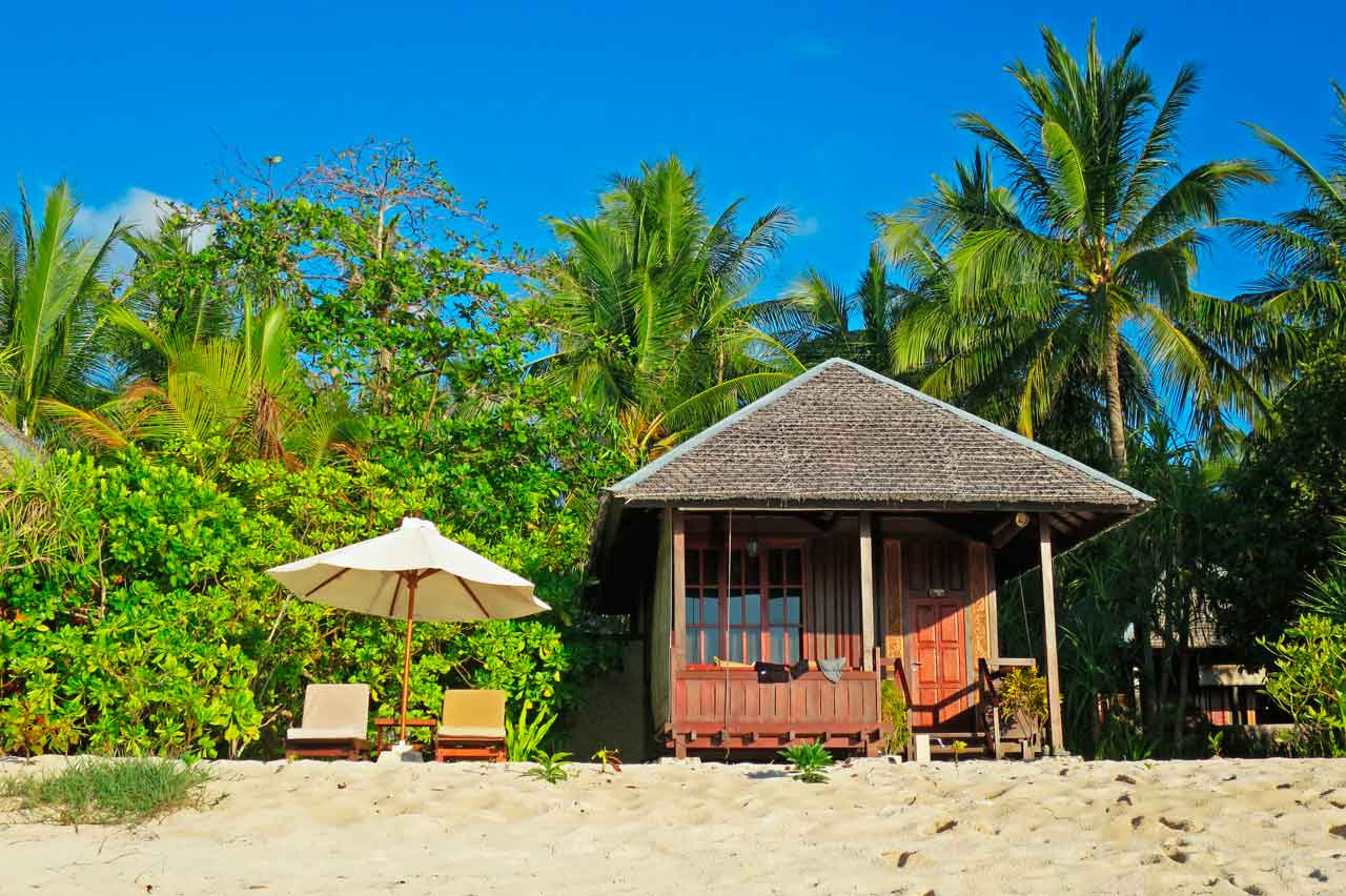 wakatobi-dive-resort-beach-bungalow