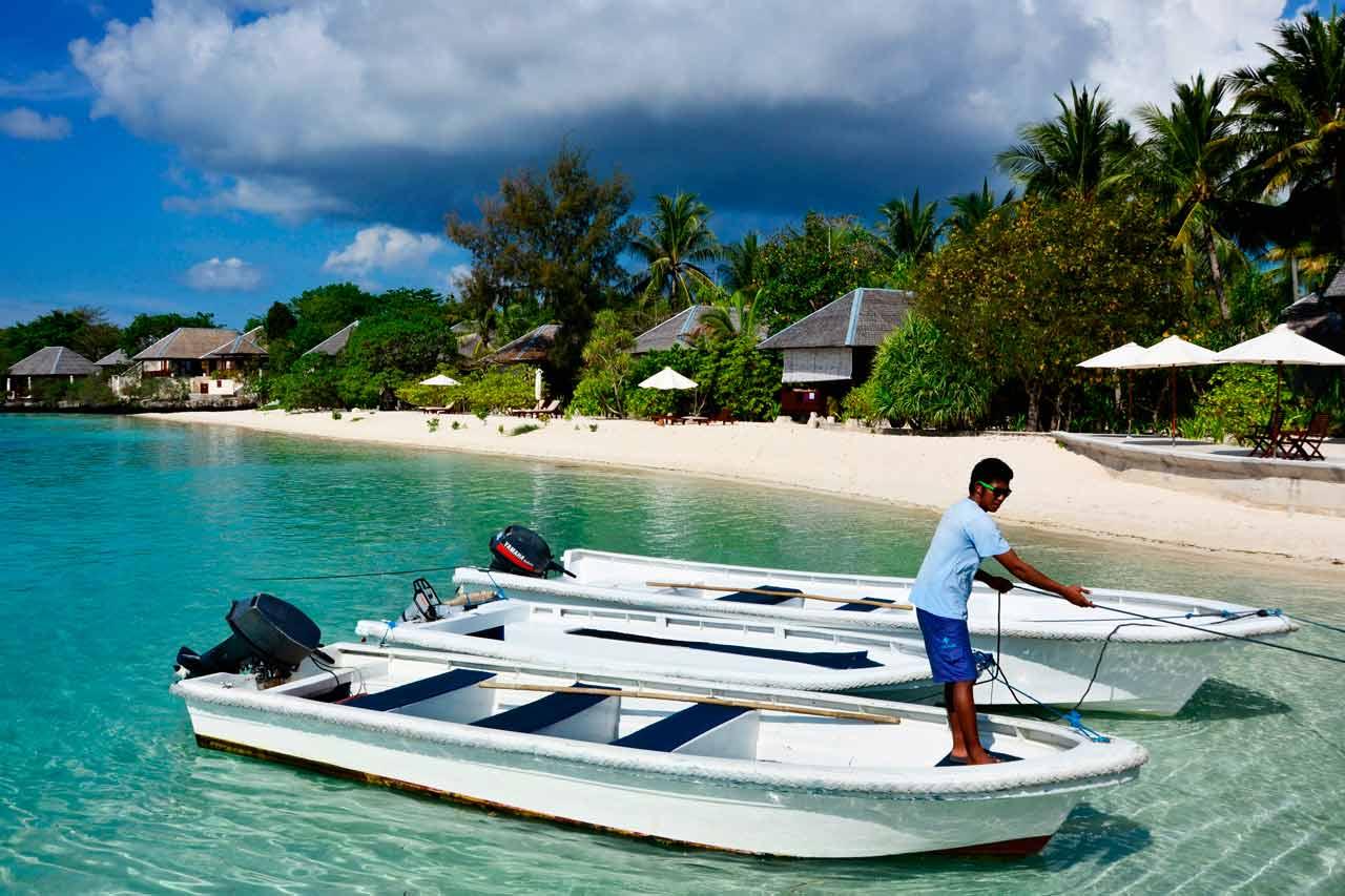 Wakatobi Dive Resort: boat staff