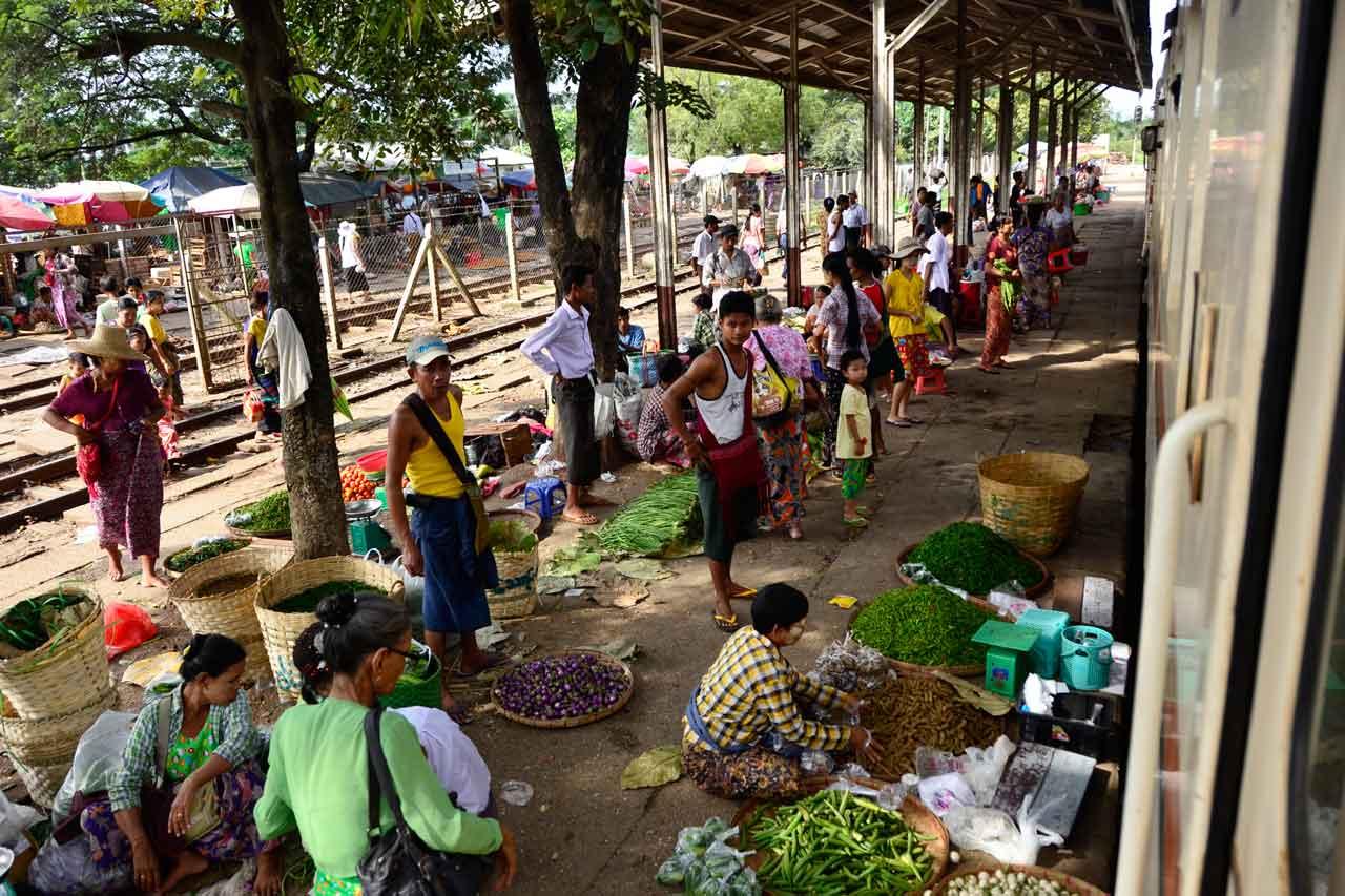 Yangon Circle Line platform market at Danyingon